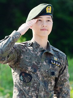 After Serving His Mandatory Military Service Song Joong Ki Got Officially Discharged This Week And Looks Like He In No Mood To Rest As Attended Script